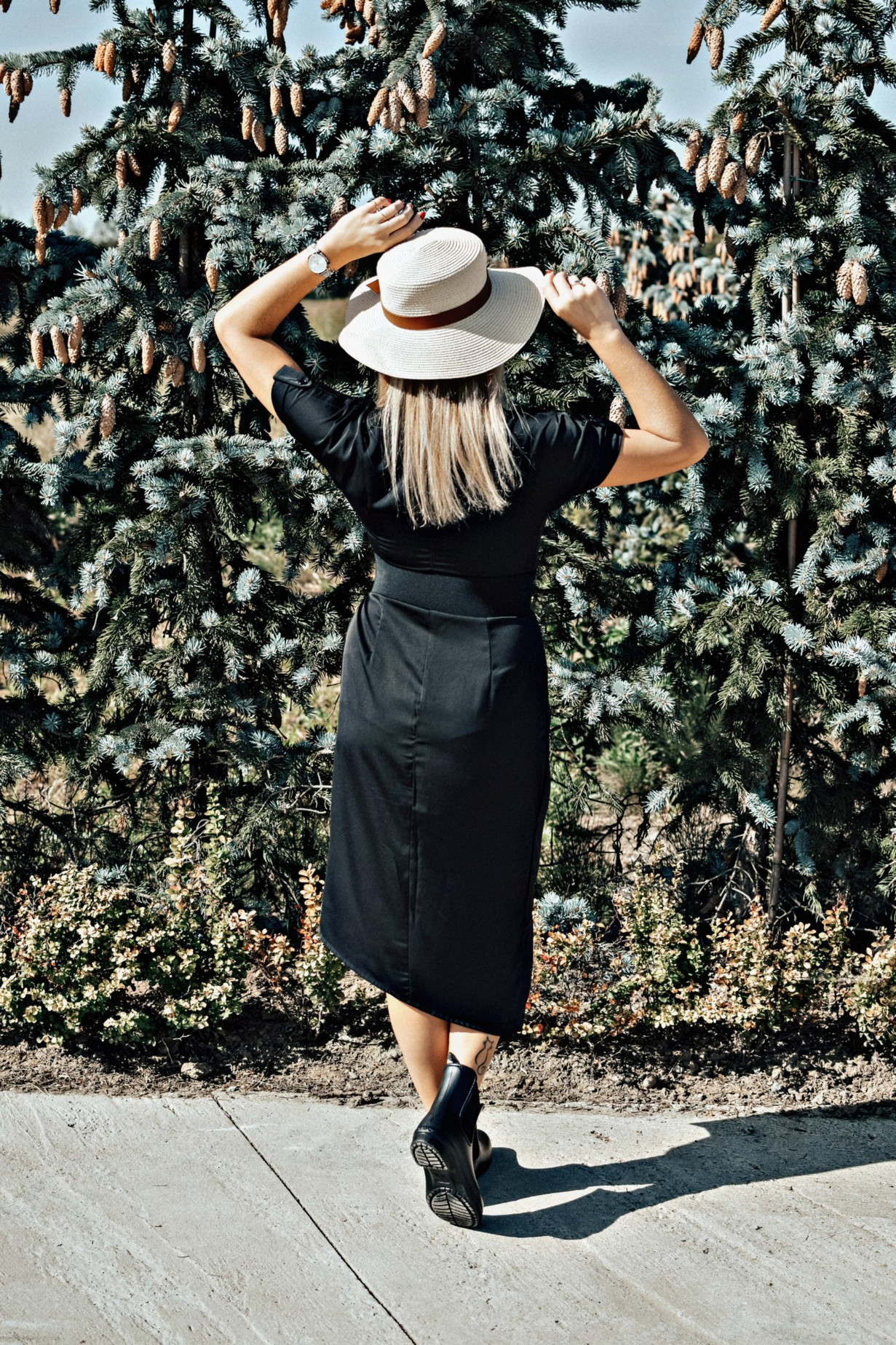 Czarna sukienka do pracy