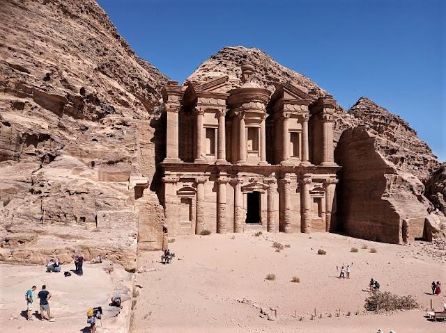 facciata monastero a petra