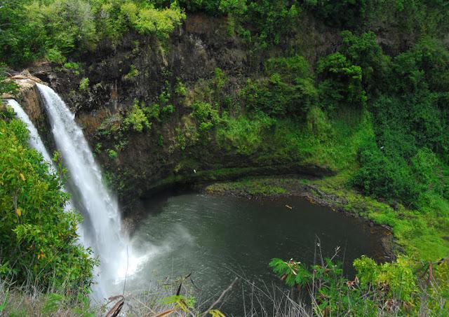 Vue aérienne de la Casacade Vaimahutu à Tahiti