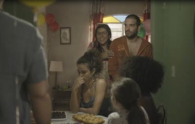 Mesmo feliz em ter o filho de volta, Lurdes precisa se preocupar com as desavenças de Éricas — Foto: TV Globo