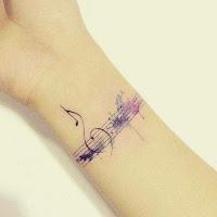 tatuaje para amantes de la musica en la muñeca