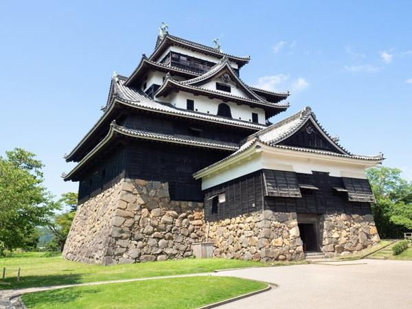 ปราสาทมัตสึเอะ (Matsue Castle: 松江城)