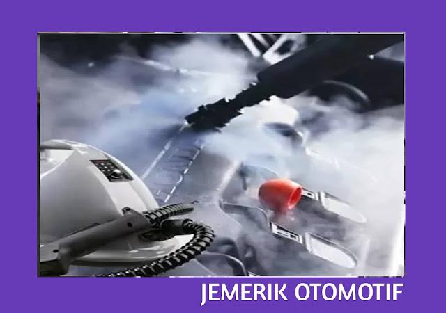 Membersihkan mobil dengan steam cleaner