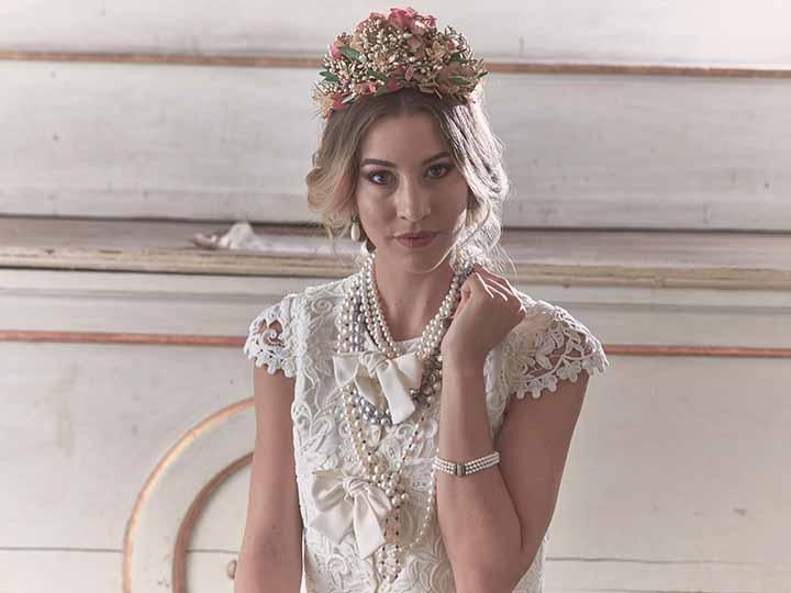 peinado de novia con corona 2020