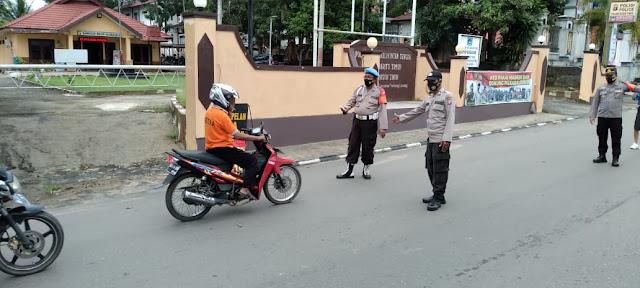 Polsek Dustim Laksanakan Pencegahan Dan Pendisiplinan Protokol Kesehatan Dengan Operasi Yustisi Di Depan Mako Polsek