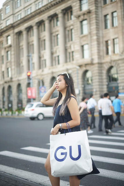 This is a photo about what to wear on summer autumn days in Shanghai by Sidney Scarlett from www.sidneyscarlett.com