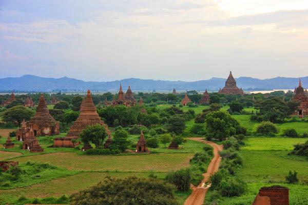 Vista general de las pagodas de Bagan en Myanmar