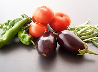 Pimientos, tomates, berenjenas y judías verdes