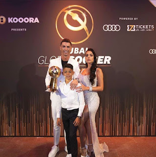#Cristiano #Ronaldo and his #family with his 6th #Globe #Soccer #Award. 🔥👑🐐. #CR7.