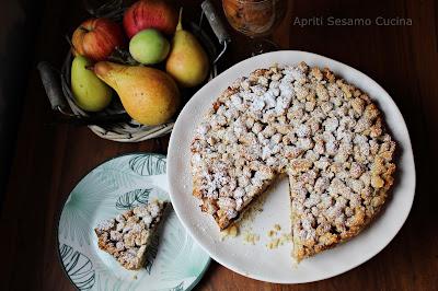 Torta con pere, noci e cioccolato. Ricetta facile, senza lattosio, senza glutine. Vegan.