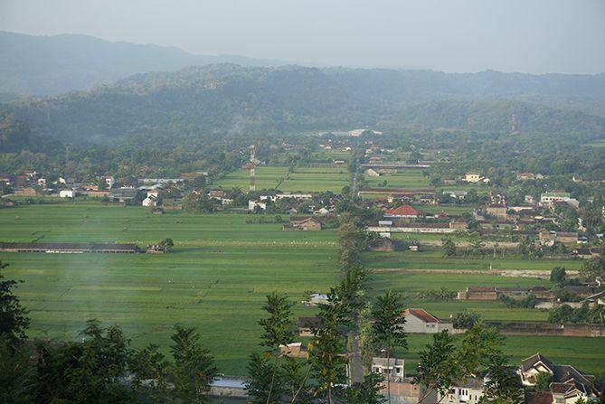 Lanskap sisi barat Gunung Wangi panoramanya hamparan sawah