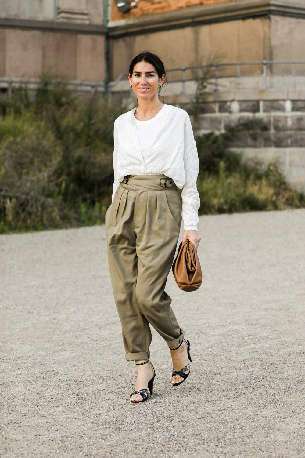 How to Elevate a Pair of Neutral Trousers – Street Style Outfit Inspiration