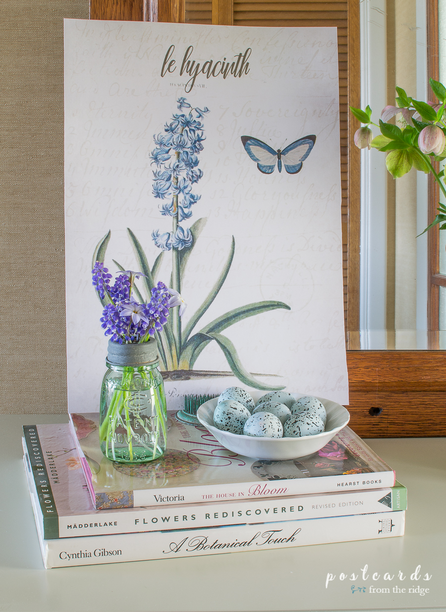 little mason jar with grape hyacinths and spring decor
