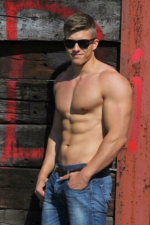 hot-fit-studs-shirtless-body-sunglasses-jeans