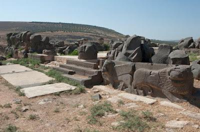 Οι βομβαρδισμοί των Τούρκων στο Αφρίν κατέστρεψαν αρχαίο ναό