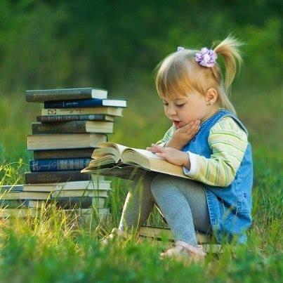 القراءة منبع المعرفة للفرد والمجتمع