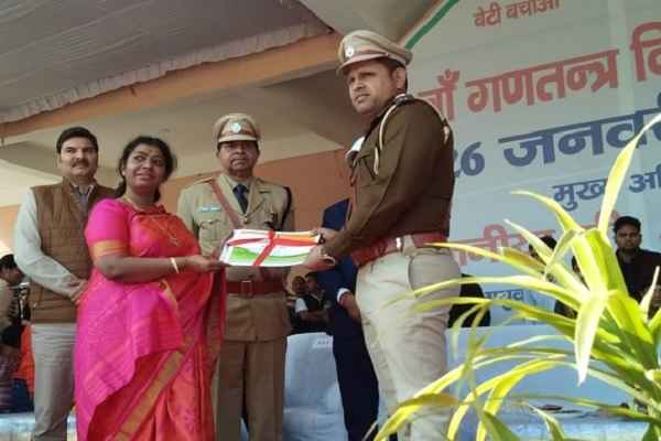 inspector-suresh-bhadana-awarded-republic-day-by-dr-g-anupama