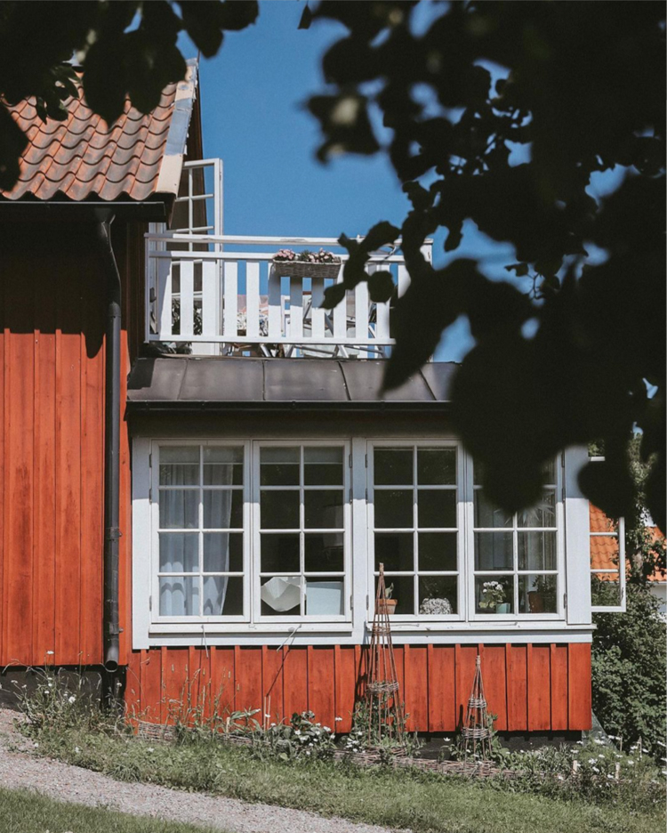 Pretty Summer Touches in an Idyllic Swedish cottage
