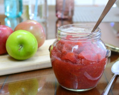 Roasted Applesauce with Raspberries ♥ KitchenParade.com, the raspberries add glorious color and brightness.