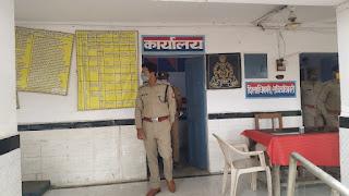 कोविद-19 से बचाव हेतु साफ-सफाई व सोशल डिस्टेंसिंग के सम्बन्ध में आवश्यक दिशा-निर्देश दिए - पुलिस अधीक्षक जालौन                                                                                                                                                                                                                                                                                        संवाददाता, Journalist Anil Prabhakar.                 www.upviral24.in