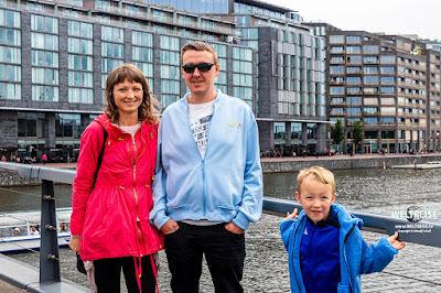 Familie Engel mit Arkadij in Amsterdam