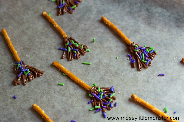 Halloween party food ideas for kids  - How to make a witches broom