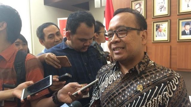 Salah Ketik UU Cipta Kerja, Relawan Jokowi Minta Mensesneg Pratikno Mundur