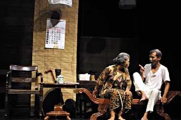 drama teater yang lebih menonjolkan dialog adalah drama