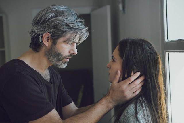 Julio Perillán e Ivana Baquero, en Demonios tus ojos