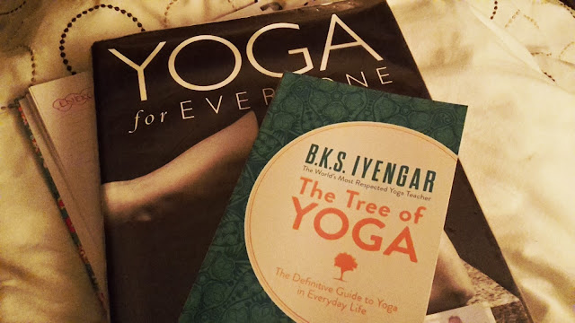 Project 365 2017 day 19 - Yoga texts // 76sunflowers
