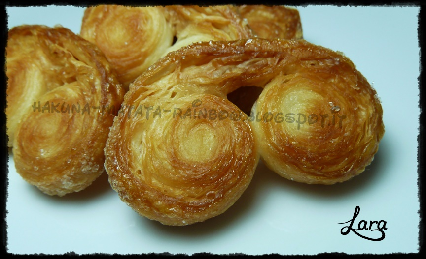 http://cucinaconlara.blogspot.it/2014/01/ventagli-di-pasta-sfoglia-sfogliatine.html