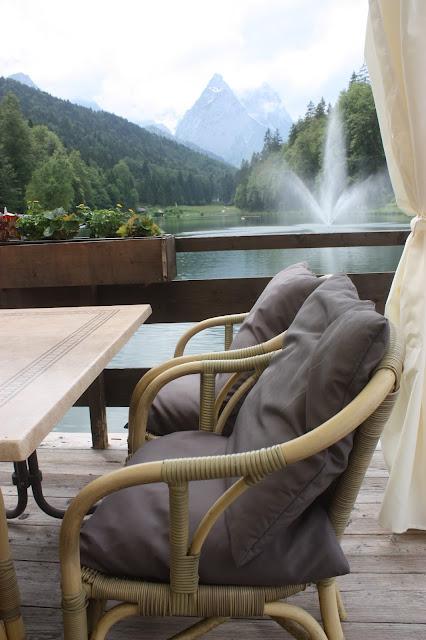 Wedding reception at lake Riessersee Hotel, wedding venue in Garmisch, Bavaria, Germany, lake terrace #wedding venue #wedding abroad #Bavaria #Germany #Riessersee