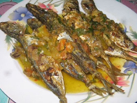 Resep Ikan Kembung Goreng Garing Pedas Sambal Hijau