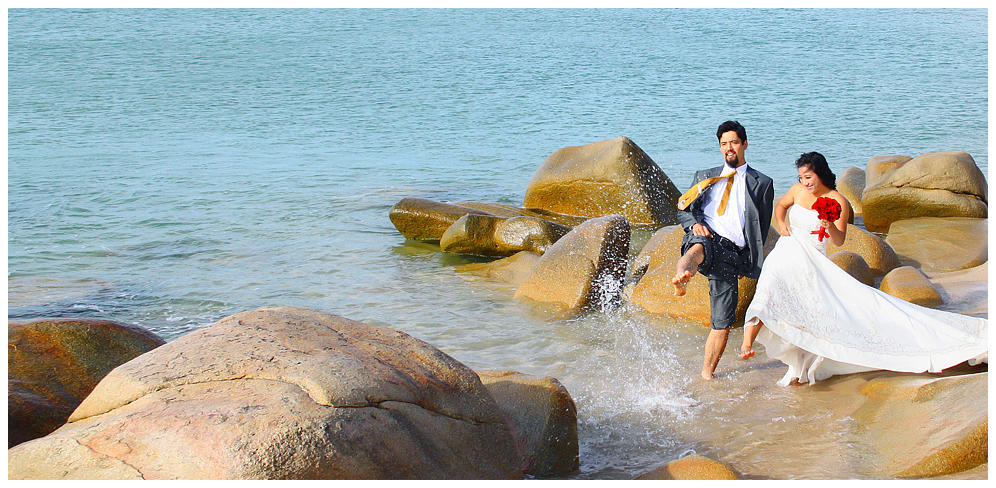 Chụp hình cưới bên bờ biển