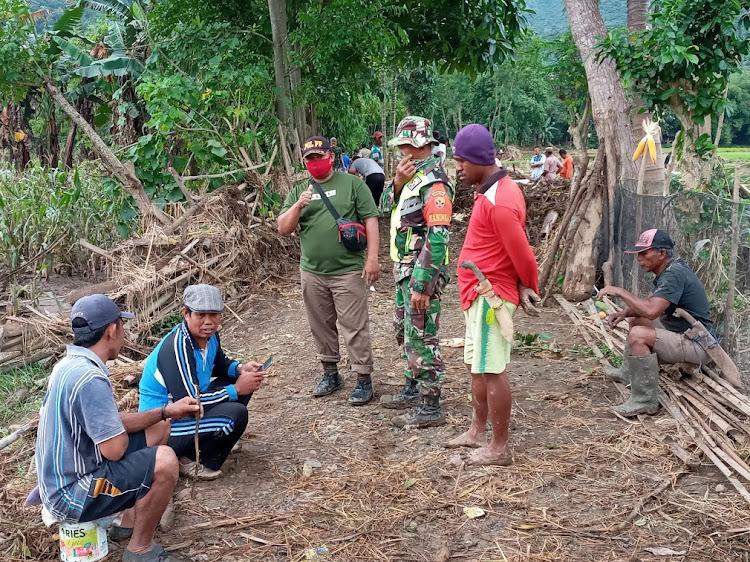 Pemdes Mpuri lakukan gotong-royong bersama pasca banjir