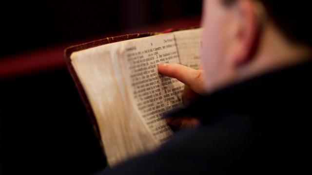 leyendo-la-biblia-tumblr
