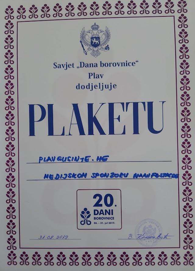 """Uručena plaketa """"Dana borovnice"""" sajtu www.plavgusinje.me"""