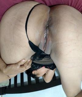 Milf desnuda con culo grande y panocha mojada y grande