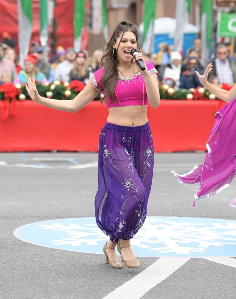 Nashville Christmas Parade 2020 Ashley Simpson Kira Kosarin Performance Clicks At the Nashville Christmas Parade