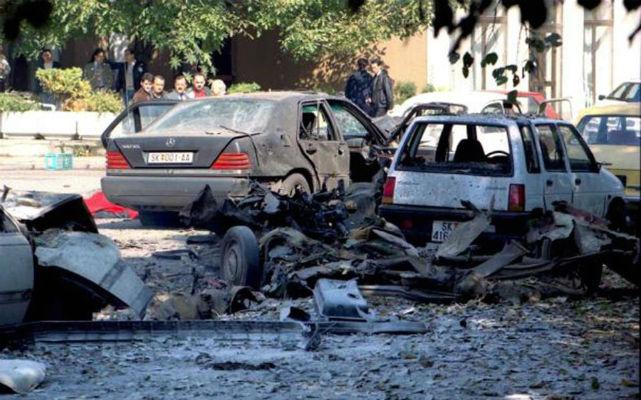 Το πρωινό της 3ης Οκτωβρίου 1995 ο τότε πρόεδρος των Σκοπίων Κίρο Γκλιγκόρoφ, ενώ ήταν καθ' οδόν προς το γραφείο του, έγινε στόχος δολοφονικής απόπειρας στο κέντρο των Σκοπίων.