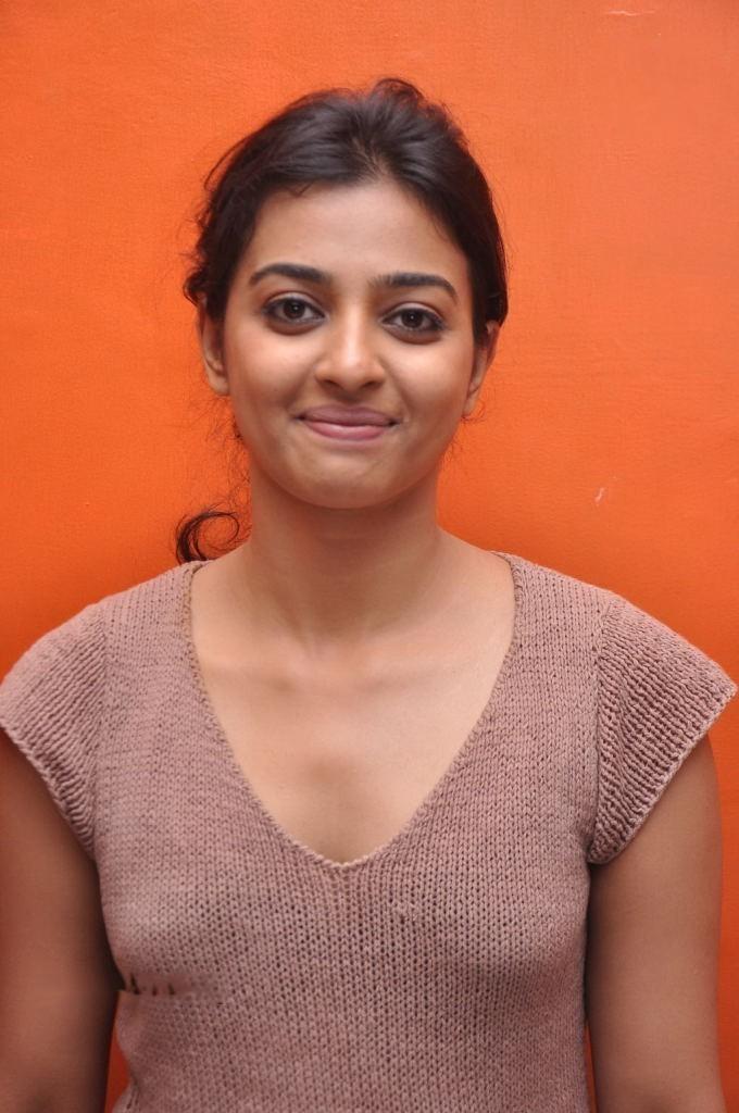 radhika apte sexy pics