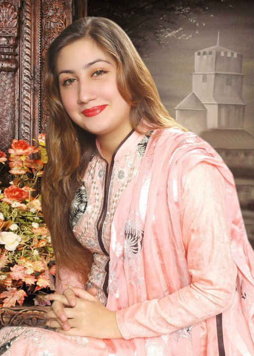 Hollynews: Pakistani Famous Singer Urooj Mohmand Latest Hot Images