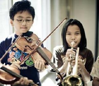 4 manfaat musik untuk perkembangan anak