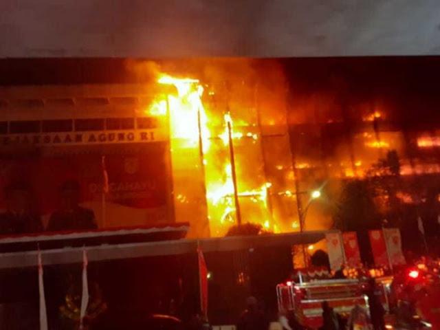 Gedung Kejaksaan Agung Kebakaran Dahsyat, Netizen Ungkap Kecurigaan, Hilangkan Jejak?