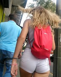 Lindas nalgas redondas calle shorts entallados