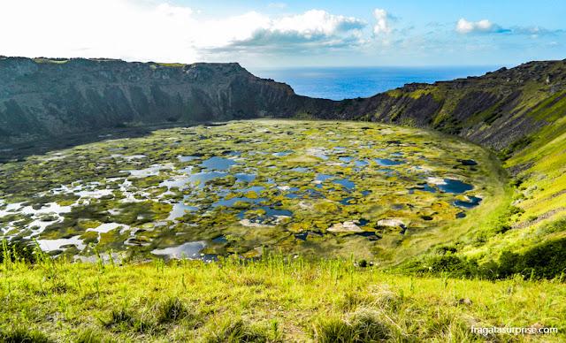 cratera alagada do vulcão Rano Kau, Ilha de Páscoa