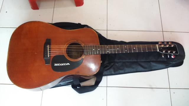 Service Gitar Akustik dan Elektrik Bergaransi