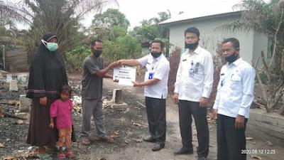 Baznas Kabupaten Pelalawan Salurkan Bantuan Kepada Korban Kebakaran Di Teluk Meranti
