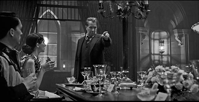 Gary Oldman como Herman Mankiewicz. Imagen de Netflix.