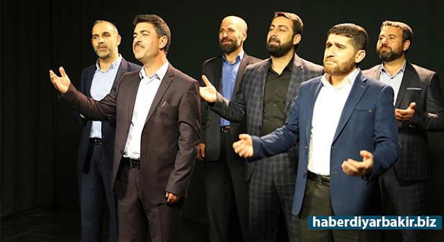 DİYARBAKIR-Peygamber Sevdalıları Platformu tarafından düzenlenen Kutlu Doğum etkinliklerinde ezgiler seslendiren Özlem Ajans sanatçıları, bu yıl için Arapça, Kürtçe (Kurmancî-Zazakî) ve Türkçe ezgi hazırladılar.